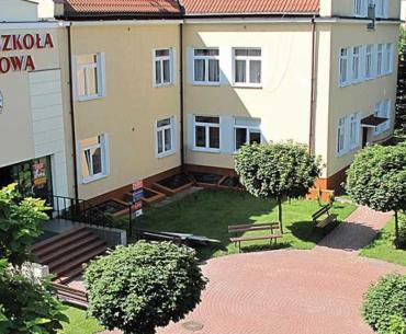 25% знижки на навчання і безкоштовний курс польської  в Академії економіки в Радомі
