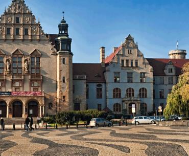 Університет Адама Міцкевича  зменшив ціни - навчання на всіх факультетах - 1500 EUR за рік
